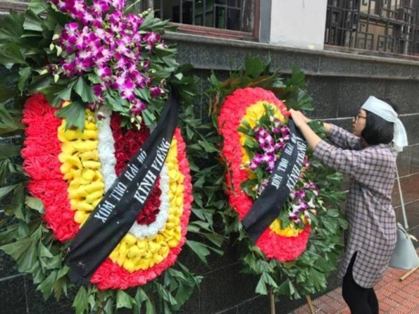 Nhiều sinh viên bật khóc trong đám tang bà chủ trọ 'tốt bụng nhất Hà Nội' - Ảnh 2