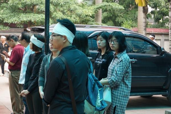 Nhiều sinh viên bật khóc trong đám tang bà chủ trọ 'tốt bụng nhất Hà Nội' - Ảnh 9