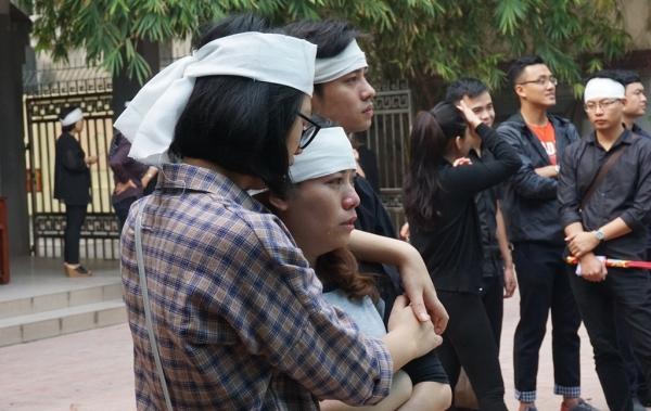 Nhiều sinh viên bật khóc trong đám tang bà chủ trọ 'tốt bụng nhất Hà Nội' - Ảnh 4
