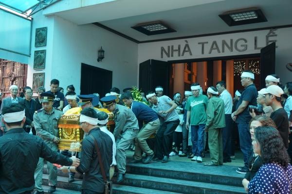Nhiều sinh viên bật khóc trong đám tang bà chủ trọ 'tốt bụng nhất Hà Nội' - Ảnh 7