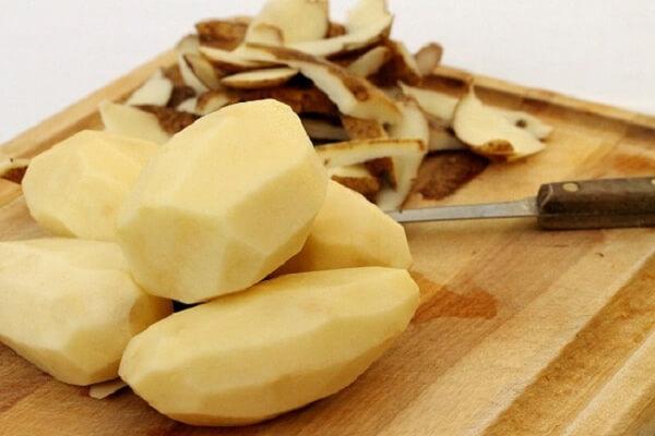 Chuẩn bị khoai tây làm mứt ngon và tươi nhé