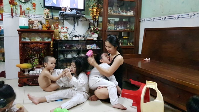 Cuộc sống hiện tại của người mẹ sinh 5 duy nhất tại Việt Nam: 'Nhiều lúc mệt mỏi đến mức muốn buông xuôi' - Ảnh 1