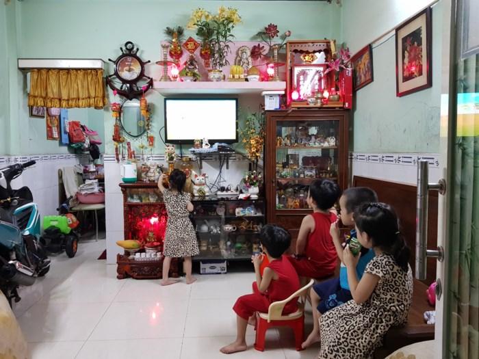 Cuộc sống hiện tại của người mẹ sinh 5 duy nhất tại Việt Nam: 'Nhiều lúc mệt mỏi đến mức muốn buông xuôi' - Ảnh 2