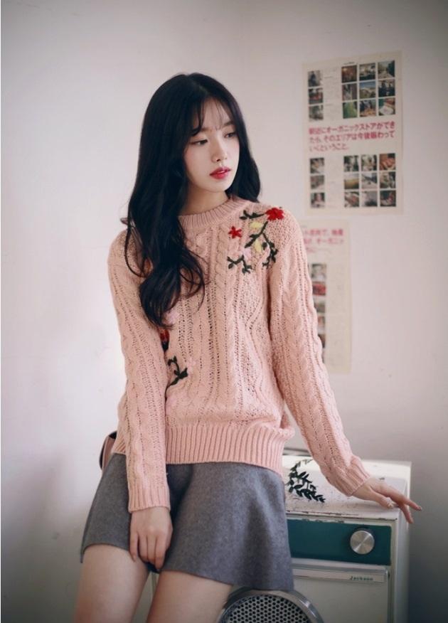 Những mẫu áo len cực sành điệu, hot nhất mùa đông này mà bất kỳ cô gái nào cũng không thể bỏ qua! - Ảnh 7