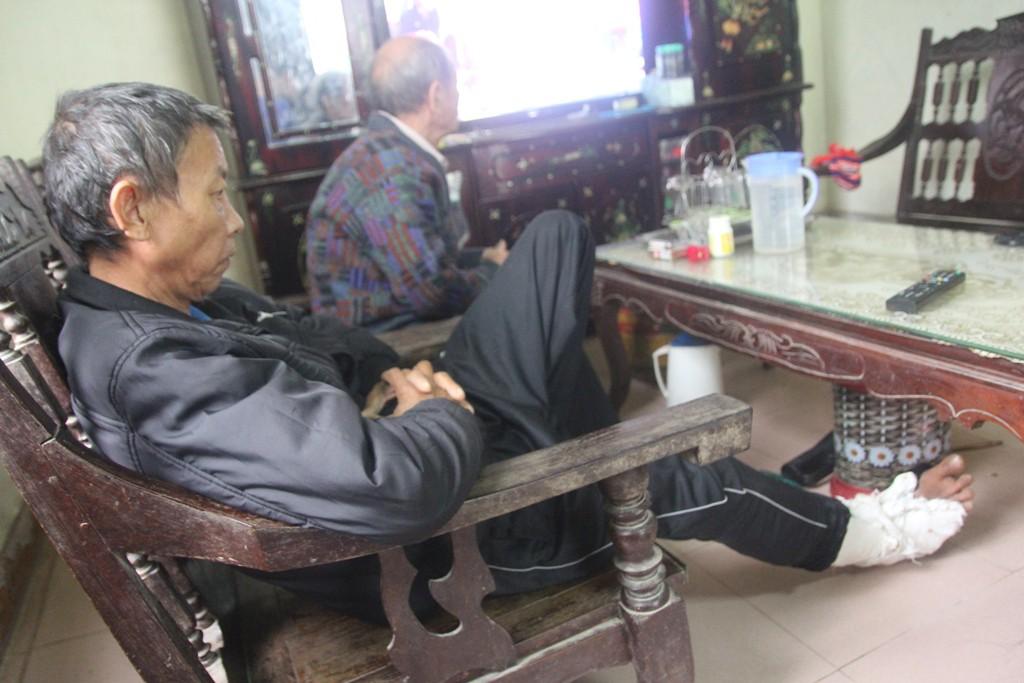 Vụ con trai đánh cha gãy xương sườn, vỡ bánh chè: Giám định thương tích xác định tổn hại 6% sức khỏe - Ảnh 1