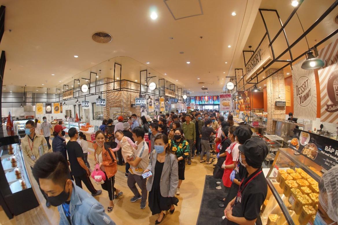 Hàng nghìn lượt khách hàng trải nghiệm mua sắm tại siêu thị lớn nhất thành phố Cảng ngày mở cửa - Ảnh 2