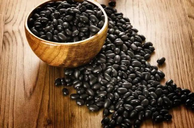 Đậu đen là 'vua của các loại đậu', giúp sống thọ, ngừa ung thư, nhưng 4 nhóm người này không nên ăn - Ảnh 1