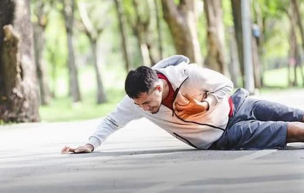 Đột quỵ ập đến rất nhanh: Đang tập thể dục mà thấy 10 dấu hiệu này thì nên dừng ngay - Ảnh 1