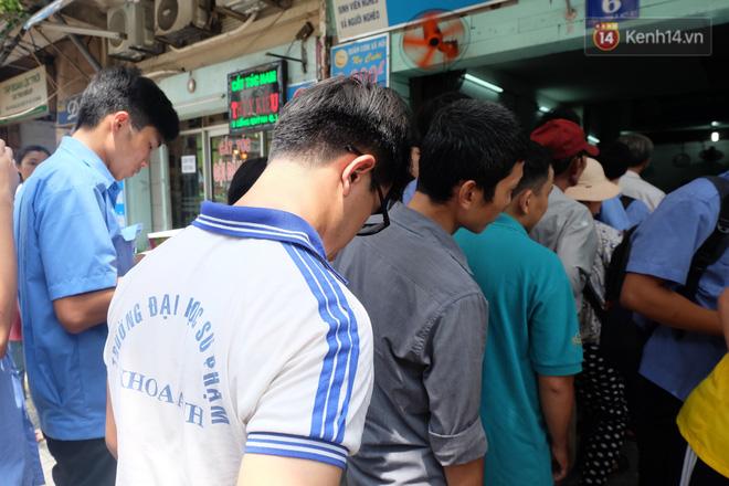 Chủ nhiệm quán cơm 2.000 đồng ở Sài Gòn: 'Sinh viên bất kể giàu nghèo đều được chào đón tại quán của chúng tôi' - Ảnh 7