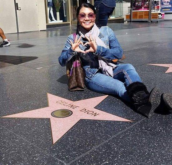 Trong chuyến viếng thăm Hollywood, Ngọc Huyền tạo dáng vui vẻ bên cạnh ngôi sao của Celine Dion.  Cơ ngơi đáng mơ ước của Ngọc Huyền ở Mỹ.