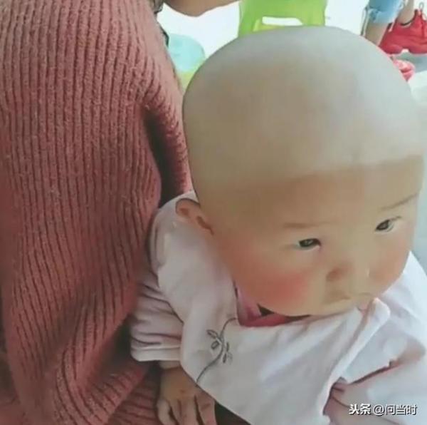 Đi học lái xe với mẹ, em bé bị cháy nắng phong cách 'nửa hồn thương đau' khiến dân tình cười muốn xỉu - Ảnh 5