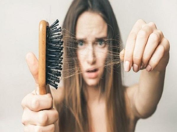 7 thói quen khiến tóc khô xơ và dễ gãy rụng - Ảnh 4