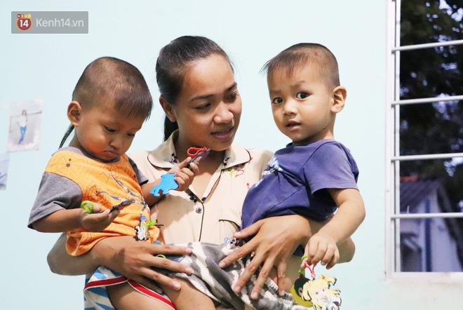 2 đứa trẻ đói ăn ở nhà chờ mẹ vào viện chăm cha bị tai nạn mà không đủ tiền chữa trị: 'Mẹ ơi, cha con đâu rồi' - Ảnh 12