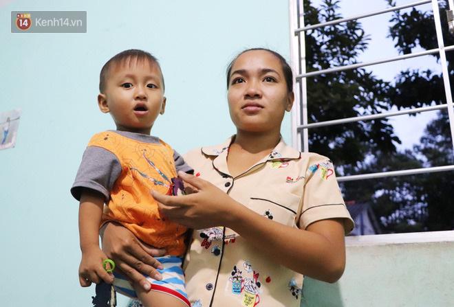 2 đứa trẻ đói ăn ở nhà chờ mẹ vào viện chăm cha bị tai nạn mà không đủ tiền chữa trị: 'Mẹ ơi, cha con đâu rồi' - Ảnh 14