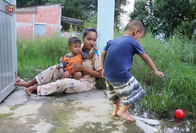 2 đứa trẻ đói ăn ở nhà chờ mẹ vào viện chăm cha bị tai nạn mà không đủ tiền chữa trị: 'Mẹ ơi, cha con đâu rồi' - Ảnh 6