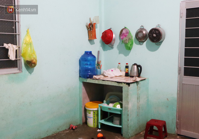2 đứa trẻ đói ăn ở nhà chờ mẹ vào viện chăm cha bị tai nạn mà không đủ tiền chữa trị: 'Mẹ ơi, cha con đâu rồi' - Ảnh 7