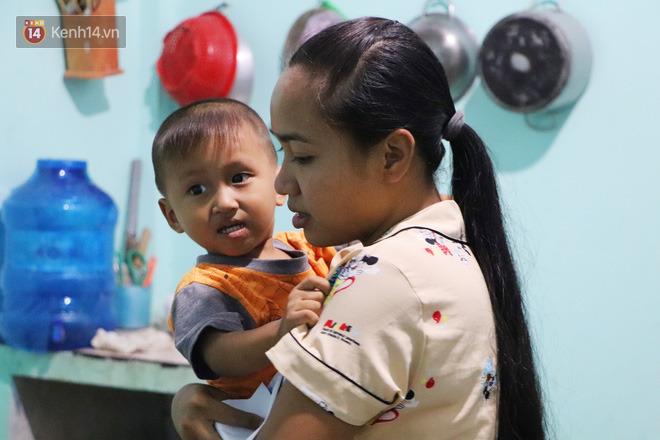 2 đứa trẻ đói ăn ở nhà chờ mẹ vào viện chăm cha bị tai nạn mà không đủ tiền chữa trị: 'Mẹ ơi, cha con đâu rồi' - Ảnh 9