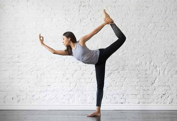 5 động tác yoga đơn giản giúp vòng 1 căng tròn, nảy nở - Ảnh 2