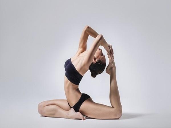 5 động tác yoga đơn giản giúp vòng 1 căng tròn, nảy nở - Ảnh 5