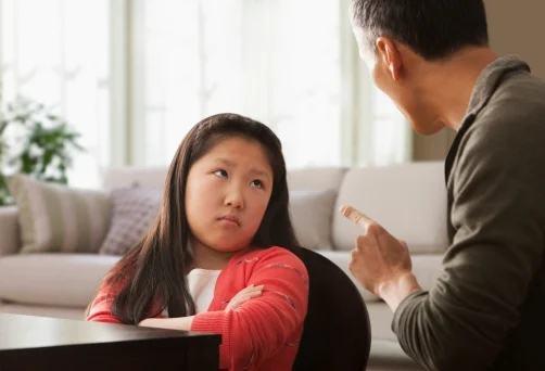 10 kiểu dạy con ngược đời của cha mẹ Việt khiến con ngày càng yếu ớt, hèn nhát, kém cỏi - Ảnh 1