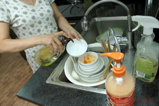 Những sai lầm tai hại khi rửa bát hầu như ai cũng phạm phải làm ảnh hưởng đến sức khỏe - Ảnh 2