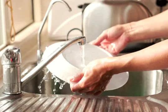 Những sai lầm tai hại khi rửa bát hầu như ai cũng phạm phải làm ảnh hưởng đến sức khỏe - Ảnh 3