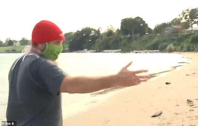Đi dạo biển nhìn thấy vật lạ bọc trong giấy bạc, người đàn ông tò mò mở ra rồi bủn rủn tay chân khi bên trong là một bộ não - Ảnh 3