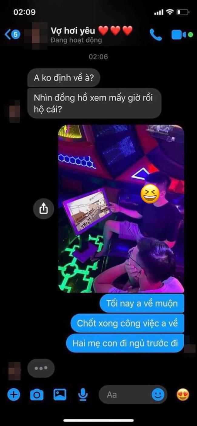 Gửi ảnh cho vợ nói đi gặp đối tác, anh chồng không ngờ bị lật tẩy trò dối trá đang ở quán karaoke chỉ vì một chi tiết rất nhỏ - Ảnh 1