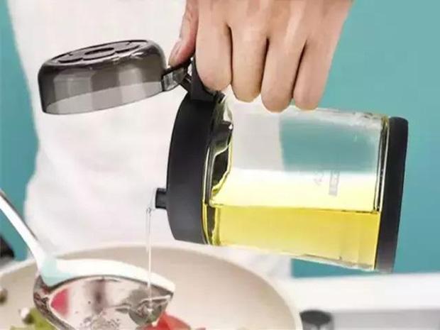 Người phụ nữ được chẩn đoán mắc ung thư gan, bác sĩ nhắc nhở: 3 đồ vật này trong bếp nếu không vứt bỏ ngay thì cả nhà có thể mắc bệnh - Ảnh 3