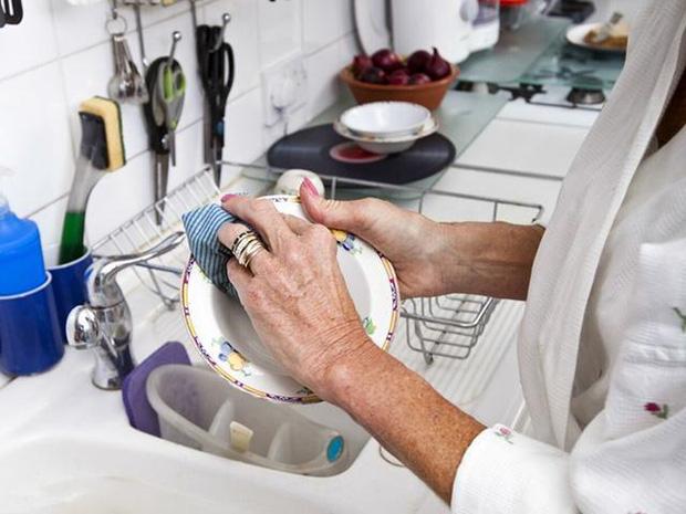Người phụ nữ được chẩn đoán mắc ung thư gan, bác sĩ nhắc nhở: 3 đồ vật này trong bếp nếu không vứt bỏ ngay thì cả nhà có thể mắc bệnh - Ảnh 5