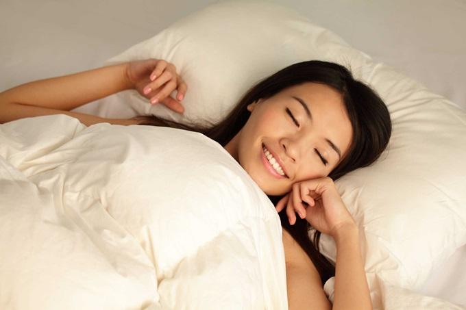 7 thói quen làm trước khi đi ngủ sẽ khiến da đẹp hơn bất kì loại mỹ phẩm nào, sáng dậy xinh tươi không cần make up - Ảnh 6