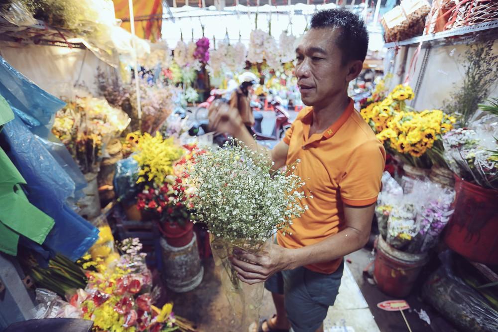 Vụ cô gái quậy tung tiệm hoa vì bị chê Ngực lép mà sao hung dữ: Chủ cửa hàng lên tiếng - Ảnh 4
