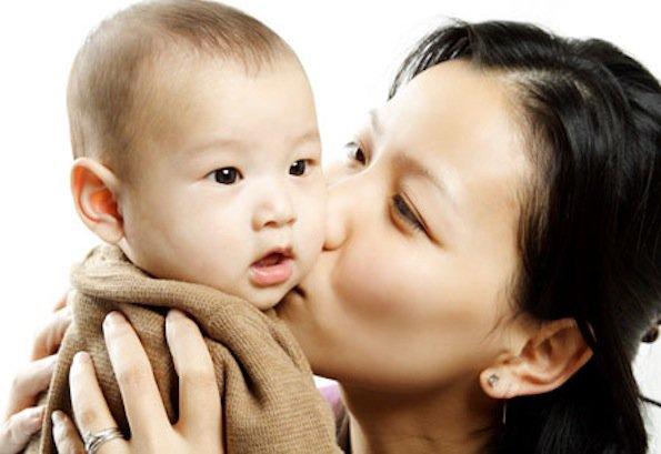 Trong những trường hợp này, dù bố mẹ có yêu con tới mức nào cũng đừng hôn trẻ! - Ảnh 1