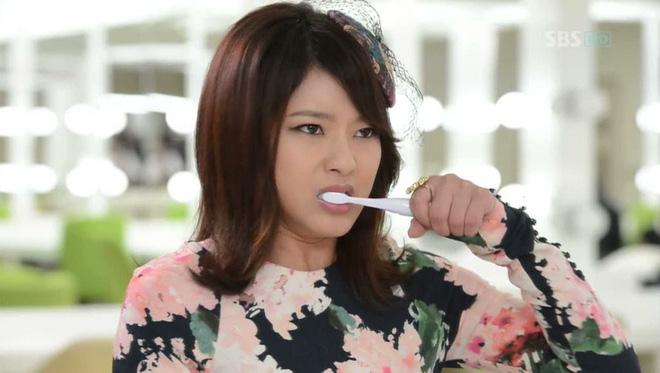 Sai lầm ai cũng mắc khi đánh răng làm tổn hại răng lợi mỗi ngày - Ảnh 2