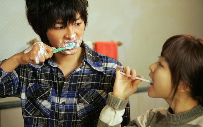 Sai lầm ai cũng mắc khi đánh răng làm tổn hại răng lợi mỗi ngày - Ảnh 3