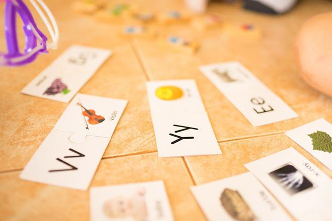 10 trò chơi thú vị với bảng chữ cái giúp trẻ thuộc mặt chữ ngon ơ - Ảnh 1