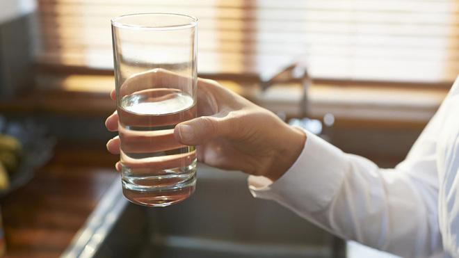 Uống nước vào đúng 4 giờ này, bạn sẽ nhận được rất nhiều điều kì diệu - Ảnh 1