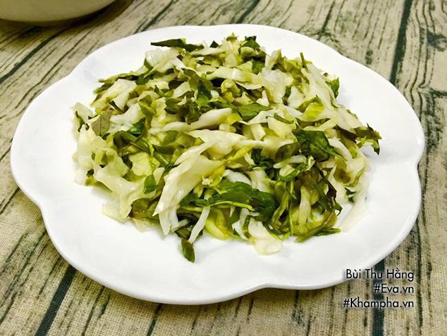 Cá chiên, dưa bắp cải muối dễ làm mà ngon ai ăn cũng thích - Ảnh 2