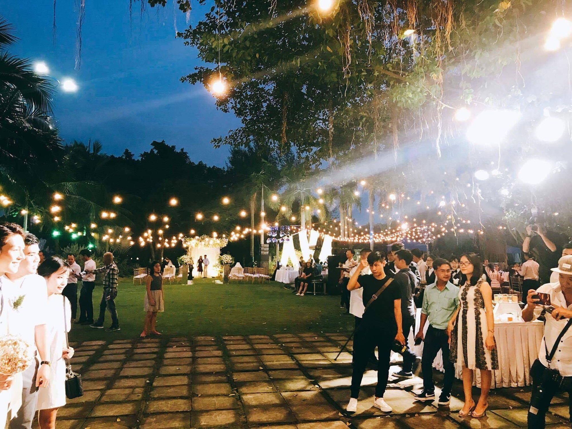 Cập nhật: Vợ chồng Kelvin Khánh - Khởi My diện trang phục giản dị, quậy tưng bừng trong tiệc cưới - Ảnh 19