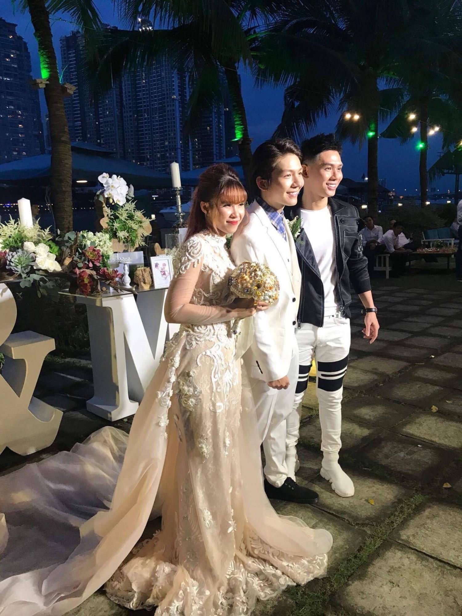 Cập nhật: Vợ chồng Kelvin Khánh - Khởi My diện trang phục giản dị, quậy tưng bừng trong tiệc cưới - Ảnh 5