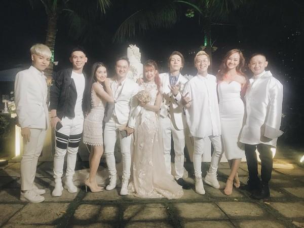 Cập nhật: Vợ chồng Kelvin Khánh - Khởi My diện trang phục giản dị, quậy tưng bừng trong tiệc cưới - Ảnh 7