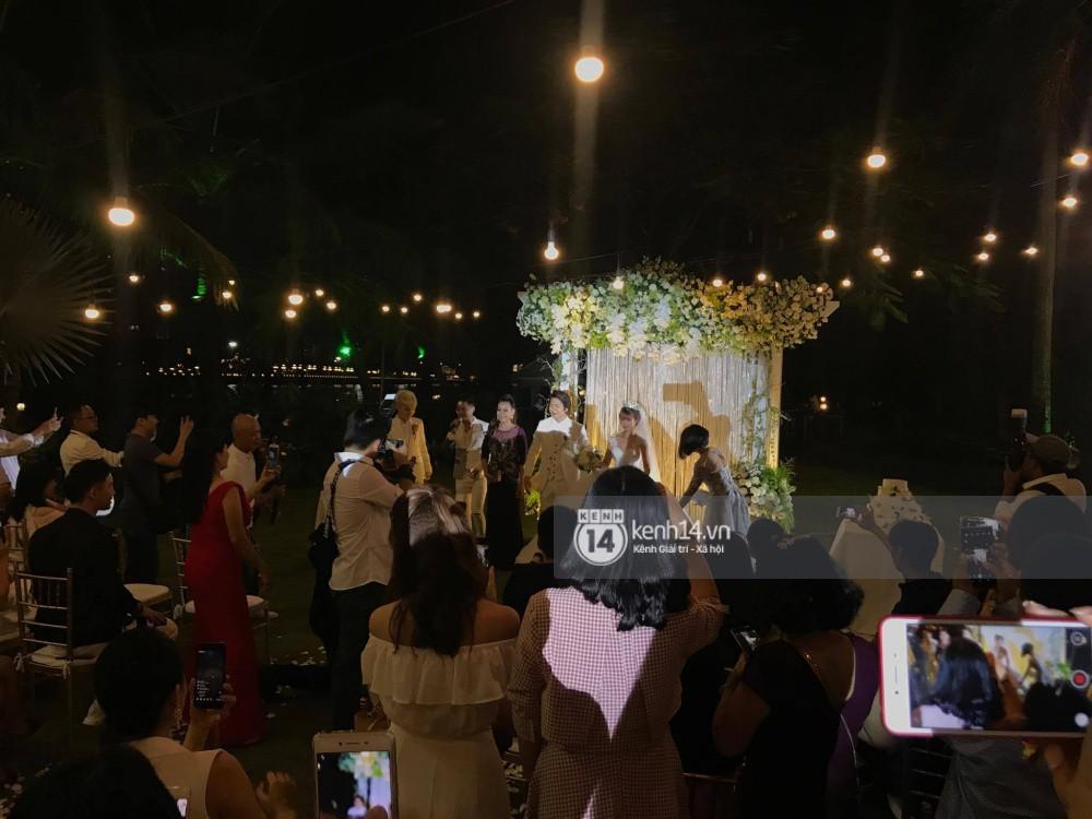 Cập nhật: Vợ chồng Kelvin Khánh - Khởi My diện trang phục giản dị, quậy tưng bừng trong tiệc cưới - Ảnh 8