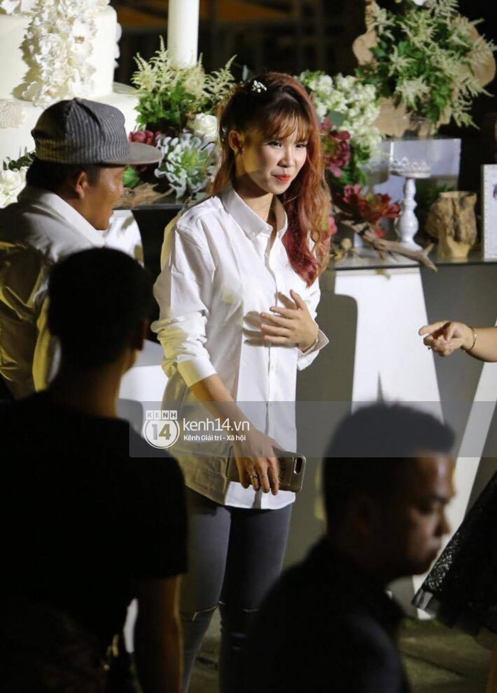 Cập nhật: Vợ chồng Kelvin Khánh - Khởi My diện trang phục giản dị, quậy tưng bừng trong tiệc cưới - Ảnh 16
