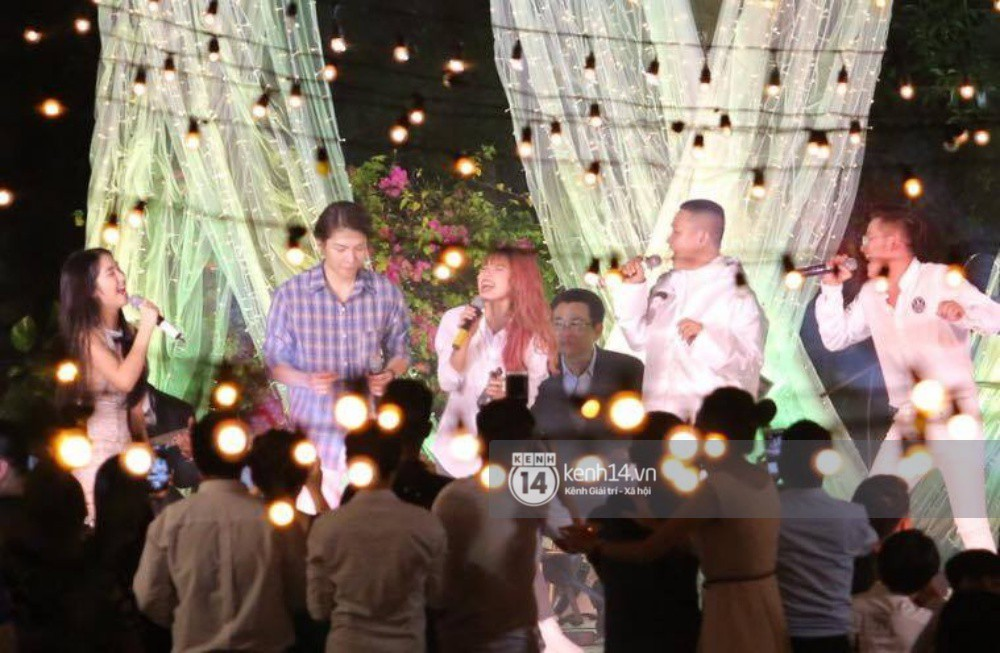 Cập nhật: Vợ chồng Kelvin Khánh - Khởi My diện trang phục giản dị, quậy tưng bừng trong tiệc cưới - Ảnh 17