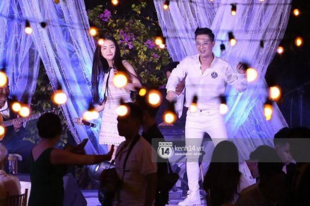 Cập nhật: Vợ chồng Kelvin Khánh - Khởi My diện trang phục giản dị, quậy tưng bừng trong tiệc cưới - Ảnh 18