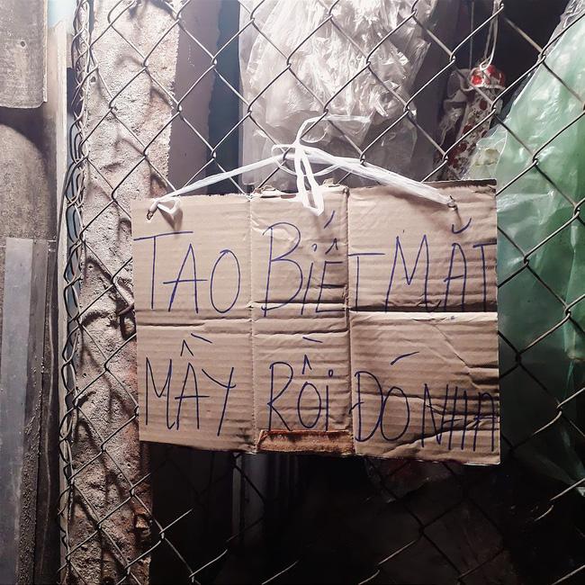 Biết nhà có trộm nhưng không nỡ bắt, chủ nhà nhắn nhủ 'giao lưu' với tên trộm trên tấm bìa khiến ai cũng cười gật gù khi nhìn thấy - Ảnh 1