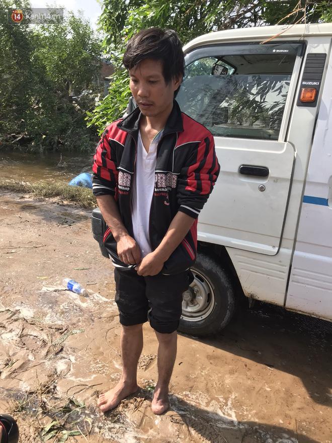 Nhà bị lũ cuốn, người đàn ông gửi vợ con cho người thân rồi xung phong đi cứu trợ người dân ngập lụt - Ảnh 11