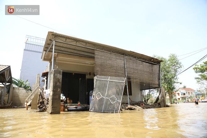 Nhà bị lũ cuốn, người đàn ông gửi vợ con cho người thân rồi xung phong đi cứu trợ người dân ngập lụt - Ảnh 3