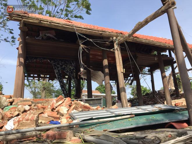Nhà bị lũ cuốn, người đàn ông gửi vợ con cho người thân rồi xung phong đi cứu trợ người dân ngập lụt - Ảnh 7