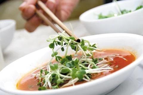 Những loại thực phẩm dễ gây độc tố nếu không được nấu chín - Ảnh 2